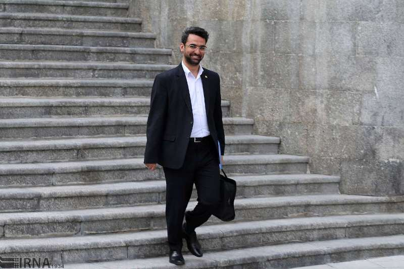 آذری جهرمی: سامانه ثبتنام برای دریافت هدیه روز ازدواج و خبرنگار آماده شد