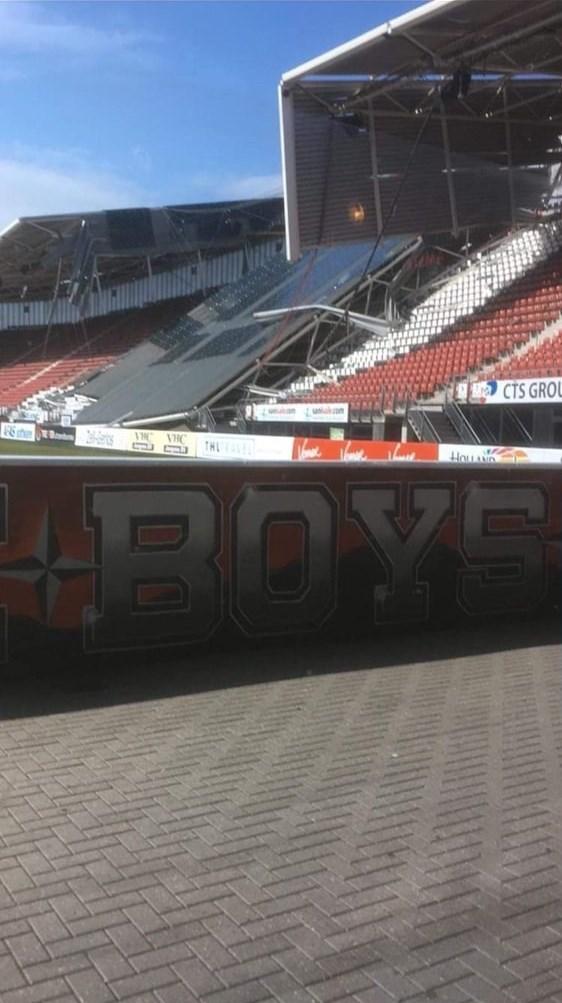 ریزش سقف ورزشگاه آلکمار هلند (+عکس)