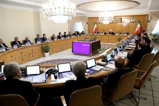 روحانی: تنگه هرمز جای بازی با مقررات بینالمللی نیست/دنیا باید از سپاه سپاسگزار باشد