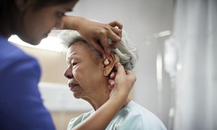 4 خطر سلامت پنهان کم شنوایی