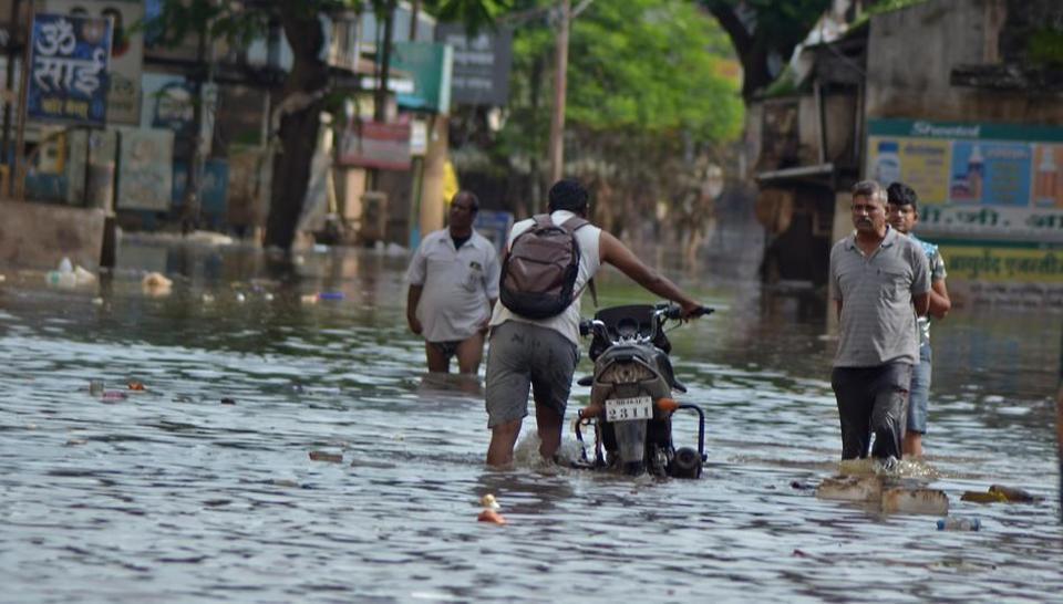 سیل هند: ۱۸۰ کشته و یک میلیون آواره/ بیش از ۱۰۰ نفر مفقود شدند +عکس