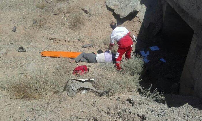 یک کشته در واژگونی پراید در جاده قم - گرمسار(+عکس)
