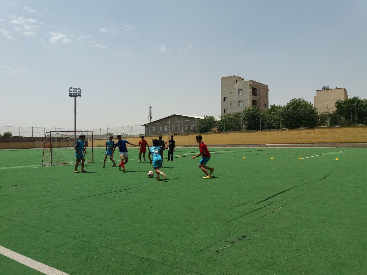 کودکان کار در زمین فوتبال: جنگیدن برای زندگی