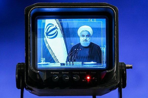 چرا روحانی و دولت هنوز به تلویزیون چشم دارند؟