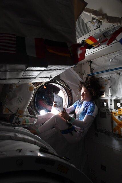 تبریک روز کارگر از فضا