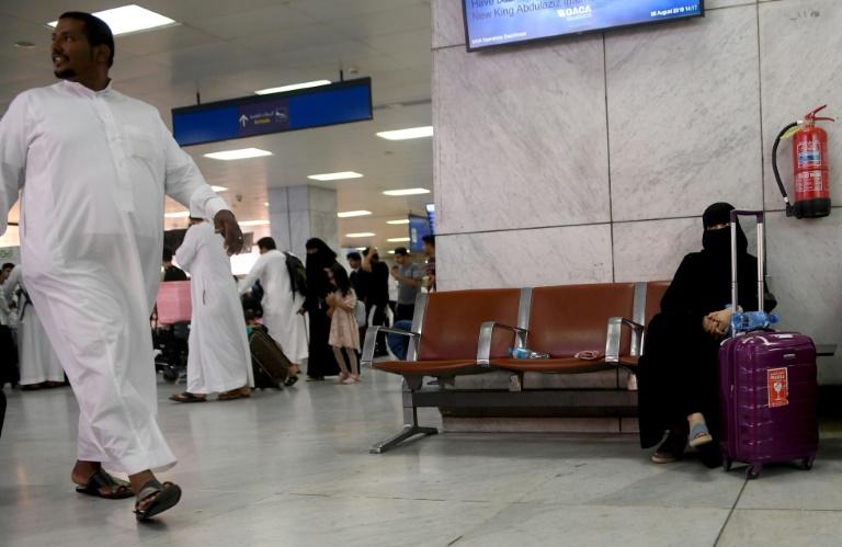 سرپیچی زنان عربستان از پوشیدن لباس اجباری