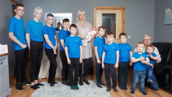 مادری که بعد از 10 پسر بالاخره دختردار شد (+عکس)