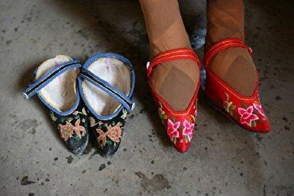 کودکان نیلوفری؛ از چین باستان تا ایران امروز/ پاهای کودکتان را نبندید!