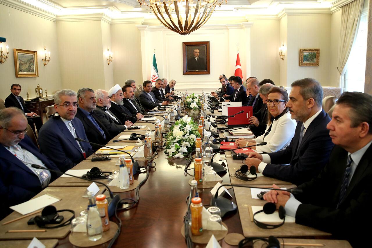 روحانی در دیدار اردوغان: همکاری ایران، روسیه و ترکیه باعث امنیت بیشتر در سوریه شده است