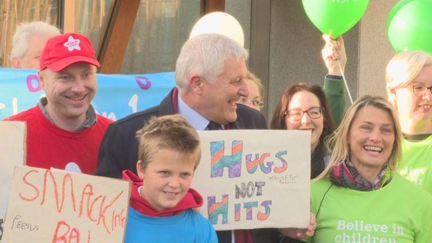 اسکاتلند: کتک زدن کودکان ممنوع / والدین تحت پیگرد قانونی قرار میگیرند