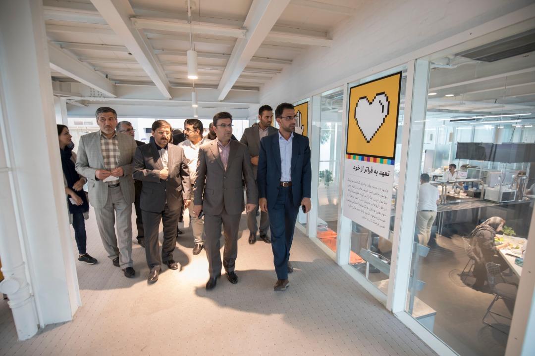 بازدید مدیر کل ارتباطات و فناوری اطلاعات استان سمنان از دفتر روز اول علی بابا