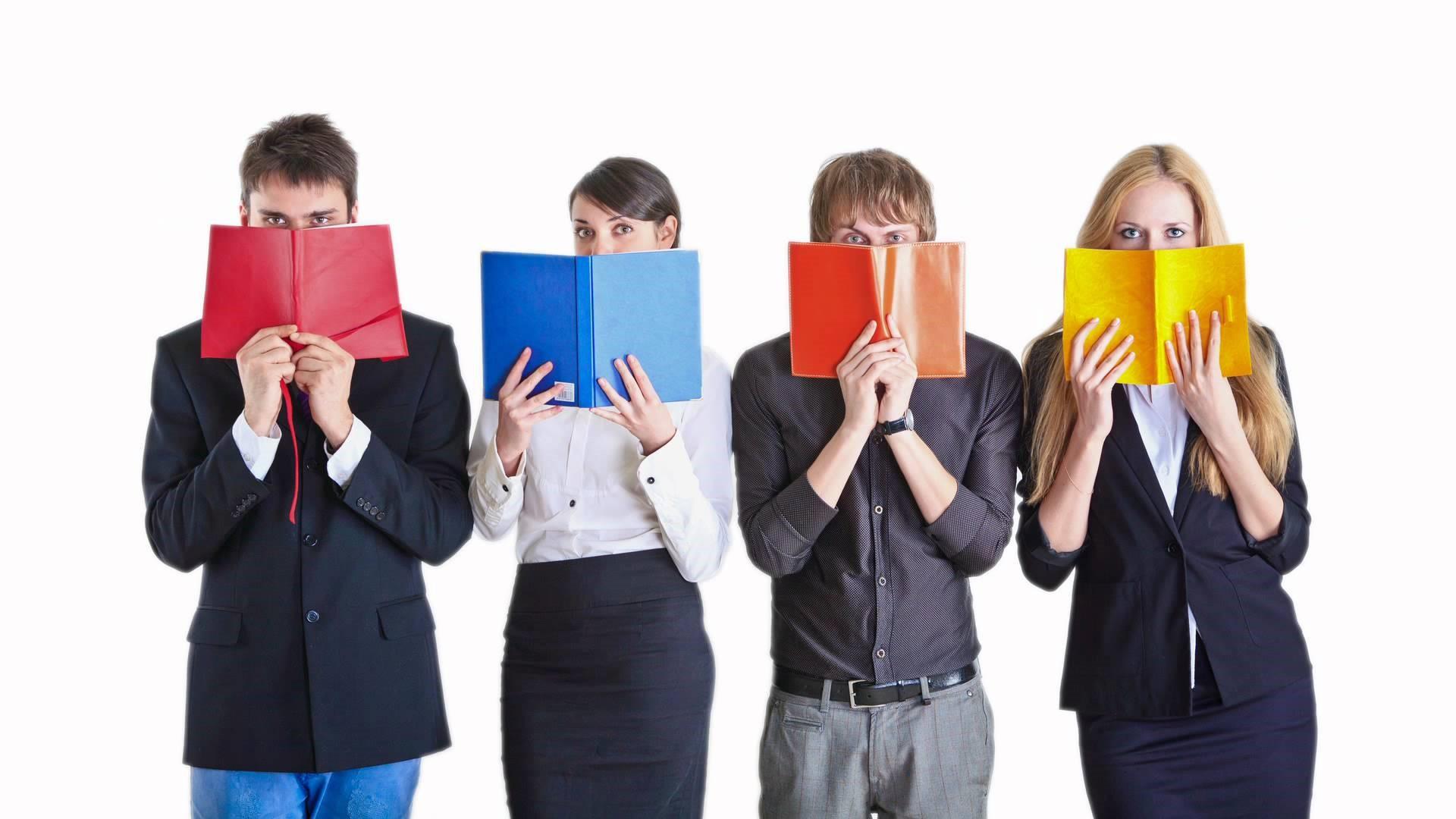 برای آموزش زبان انگلیسی فقط به کتاب ها تکیه نکنیم