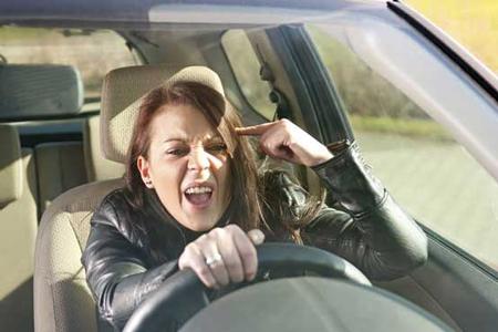 چگونه خشم خود را هنگام رانندگی کنترل کنیم؟