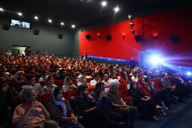 اختتامیه جشنواره فیلم کوتاه 10 / حسین علیزاده 5 قطعه هدیه داد