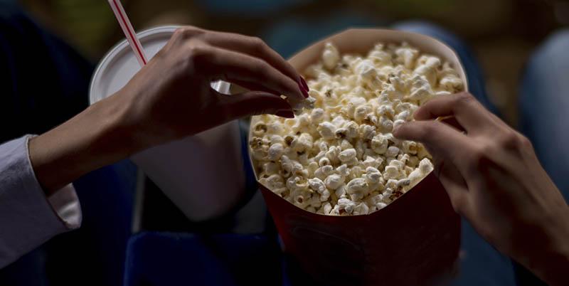 خرید گسترده بلیت سینما توسط صاحبان فیلمهای سینمایی روی پرده!