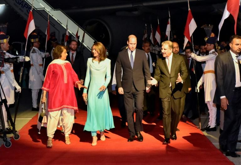 شلوار زیر پیراهن همسر شاهزاده بریتانیا در پاکستان