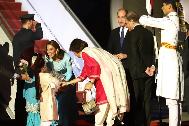 سفر عروس ملکه به پاکستان (+عکس)/ توجه رسانه ها به شلوار کیت مدیلتون
