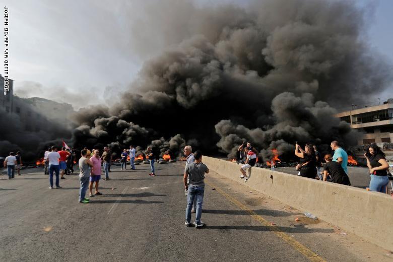 درگیری معترضان لبنانی با نیروهای امنیتی در برابر مقر نخست وزیری