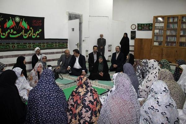 معصومه ابتکار در زندان زنان (+عکس)
