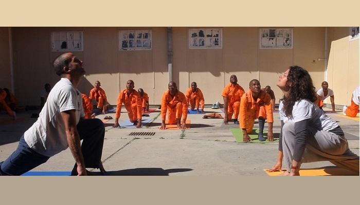 یوگای زندان، روشی برای کاهش جرایم در اروپا (+عکس)