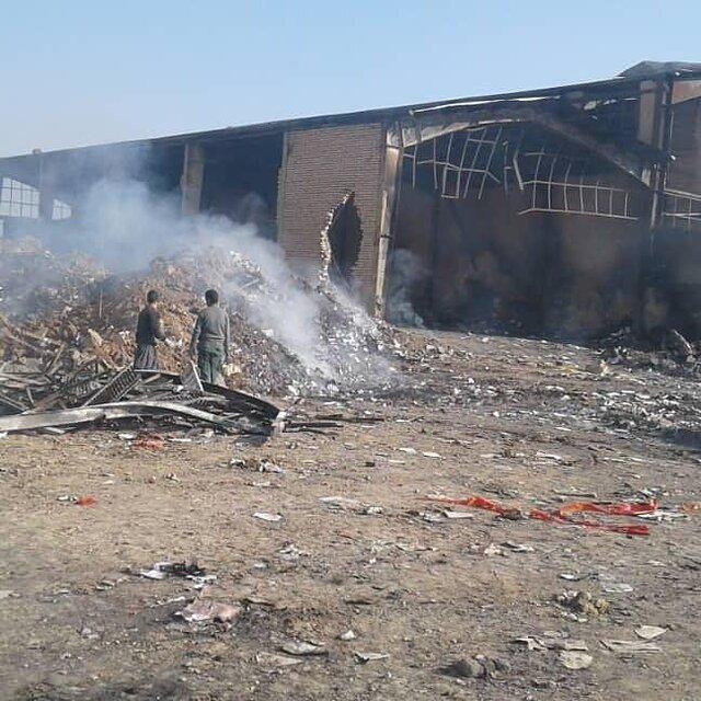آتشسوزی در انبار یک نشر(+عکس)
