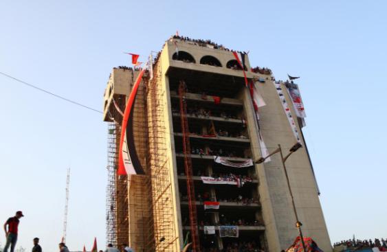 ساختمان توخالی مقر معترضان عراق (+عکس)