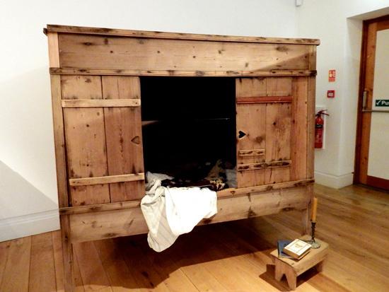 چرا اروپاییان قرون وسطی داخل جعبه میخوابیدند؟ (+عکس)