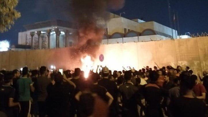 4 نکته درباره تظاهرات عراقی ها و حمله به کنسولگری ایران در کربلا