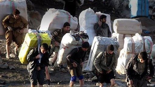 نماینده مجلس: فوت سالانه 365 نفردر جاده های کردستان/ وزیر کشور مشکل کولهبران را رفع کند