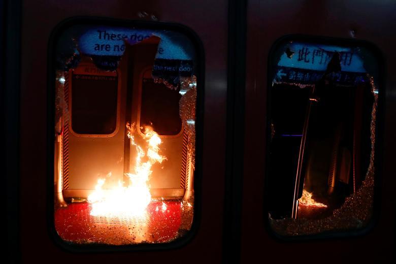 شش ماه پس از اعتراضات: درگیریهای پلیس با معترضان هنگکنگ (+عکس)