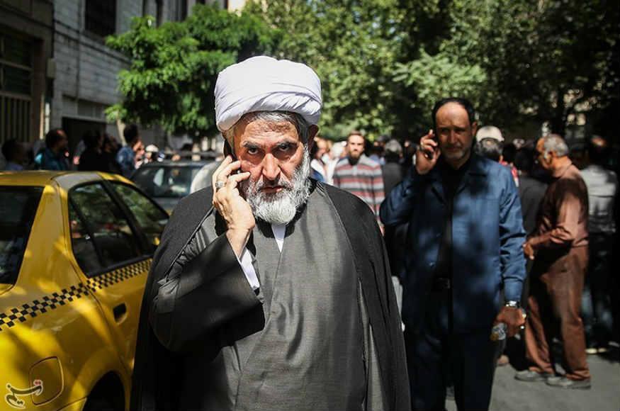 مفسدان اقتصادی فراری را به کشور بازمیگردانیم/ جریان نفوذ به دنبال وارد کردن عناصر خود به مجلس است؛ البته اطلاعات سپاه مراقب است