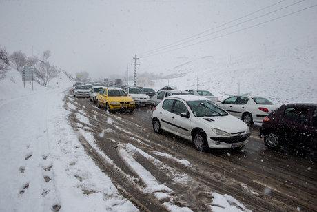 بارش برف و لغزندگی در جاده هراز