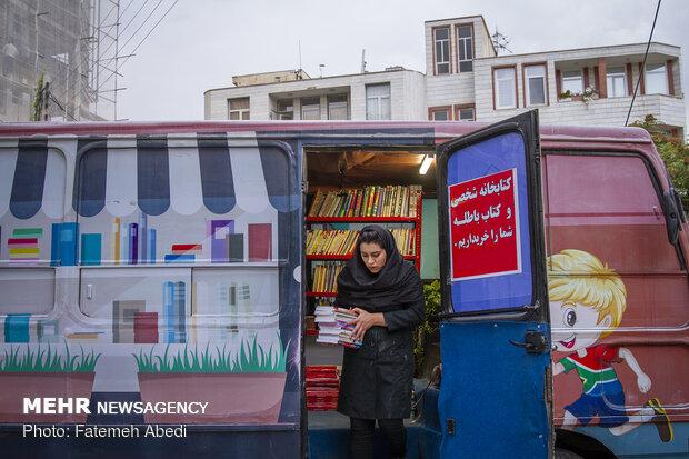ایجاد کتابفروشی سیار توسط دختر اراکی