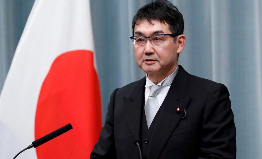 استعفای یک وزیر ژاپنی/ دلیل اهدای سیب زمینی به طرفداران