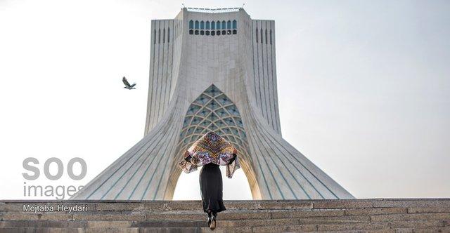 به ایران سفر کردم تا بحران هویتم را حل کنم اما به پارتی هالووین دعوت شدم!