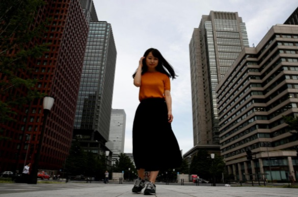 زنان شاغل ژاپن: کفش پاشنه بلند و لنز  نمیخواهیم