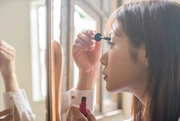 زنان شاغل آرایش اجباری