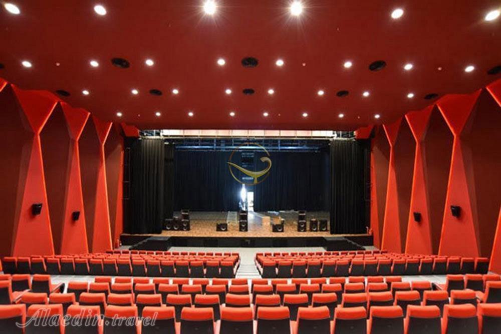 سینما آزادی تهران، تماشای پرده نقرهای در فضایی مدرن
