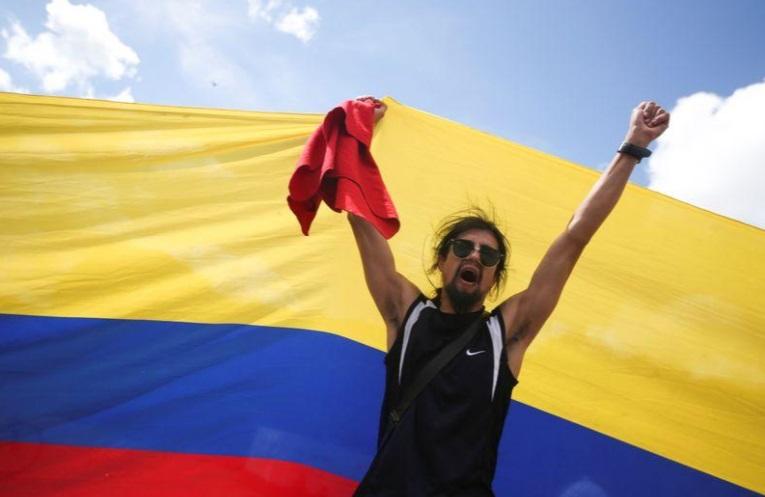 اعتراضات رنگارنگ و رقصان کلمبیا (+عکس)/ تجمع 40 هزار نفری در مرکز پایتخت