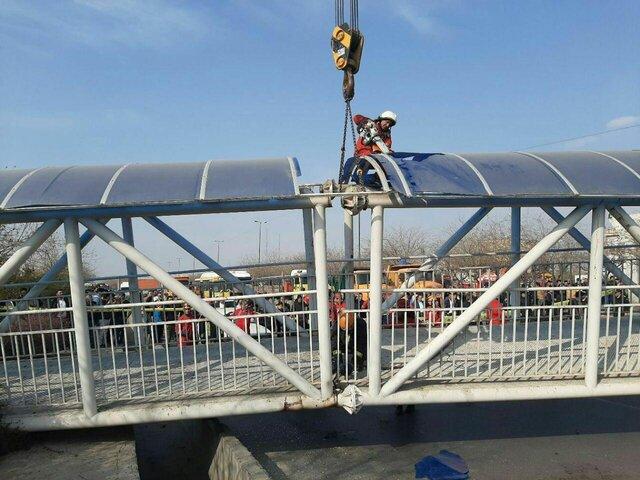 7 مصدوم در پی سقوط پل عابرپیاده در مشهد