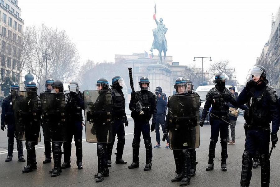 پاریس در اغما؛ روز دوم اعتصابات سراسری فرانسه (+عکس)