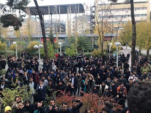 تجمع دانشجویان دانشگاه امیرکبیر تهران و نوشیروانی بابل در روز ۱۶ آذر
