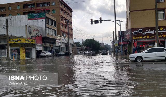 آبگرفتگی معابر در بوشهر/ خودروهایی که غرق می شوند