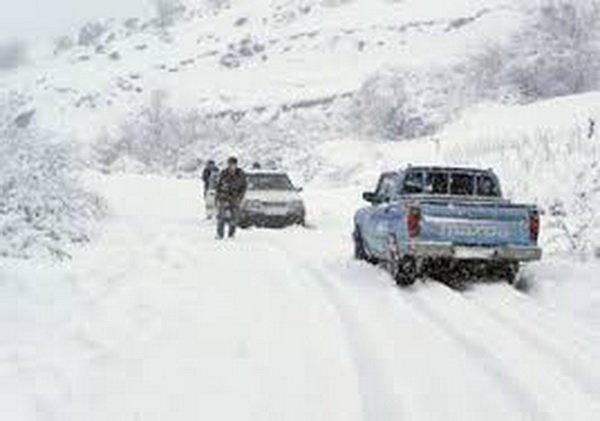 بارش شدید برف راه ارتباطی ۲۵۰ روستای الیگودرز را بست