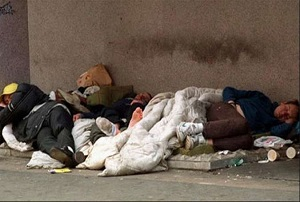 لندنی ها با هدف اعلام همبستگی با بیخانمانها در خیابان خوابیدند