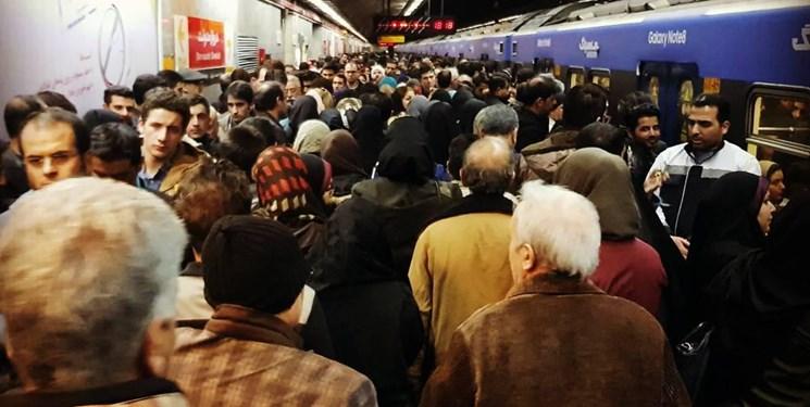 واکنش مترو تهران به ازدحام جمعیت در خط یک: شلوغی طبیعی است/ خبر خودکشی در این خط صحت ندارد