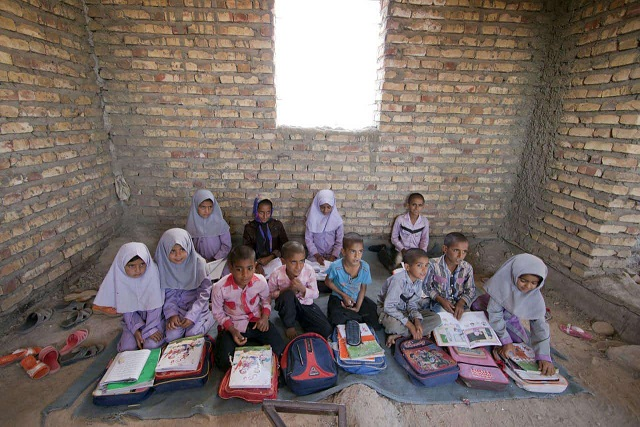 ٧٣١ مدرسه روستایی زنجان اینترنت ندارند