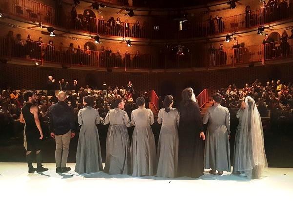 «من یه زنم، صدامو میشنوین؟» در تالار حافظ تهران