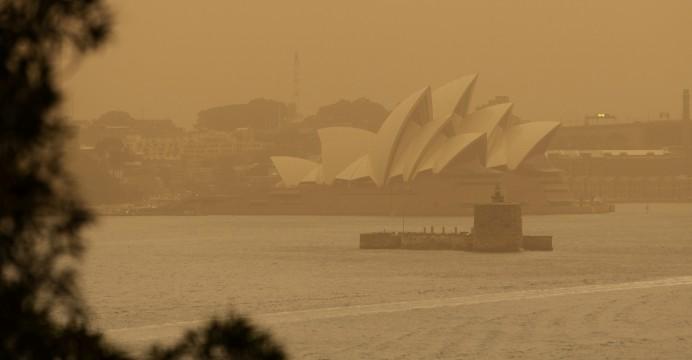 سیدنی غرق دود
