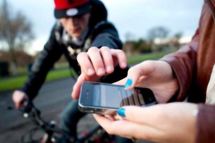 موبایل قاپها در کمین زنان جوان